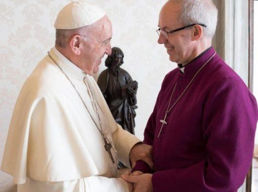 Paus Fransiskus menerima Uskup Agung Canterbury Justin Welby di Vatikan tanggal 27 Oktober 2017 (Vatican Media)