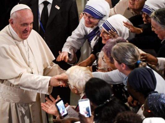 Paus Fransiskus menemui kaum religius pria dan wanita di in Katedral Santo Petrus Rabat, Maroko  (AFP)