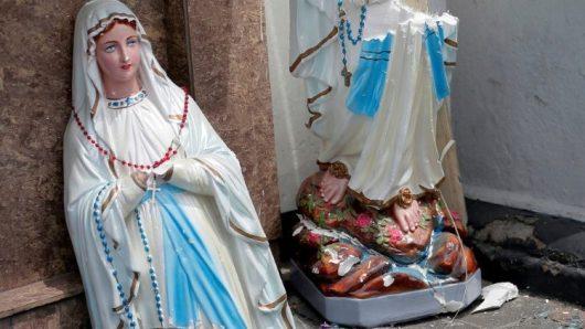 Patung Perawan Maria pecah menjadi dua di Gereja Katolik Santo  Antonius di Kochchikade.