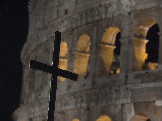 """""""Via Crucis"""" (Jalan Salib) Jumat Agung di Colosseum"""