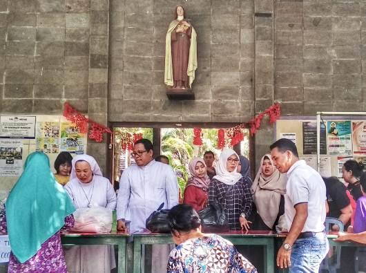 Pasar Murah Ramadhan di Paroki Bongsari. (PEN@ Katolik/lat)