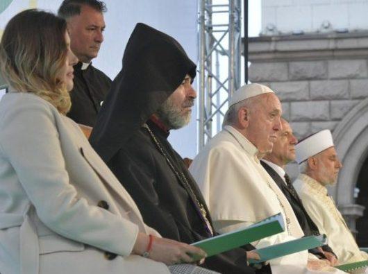 Paus Fransiskus  menghadiri pertemuan doa untuk perdamaian di Sofia (Vatican Media)