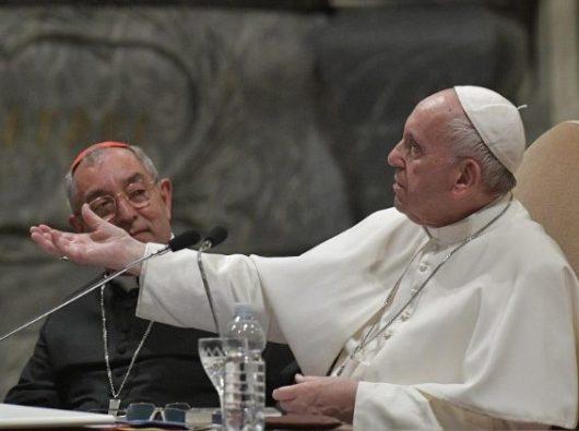 Paus Fransiskus berbicara dengan para klerus Keuskupan Roma  (Vatican Media)