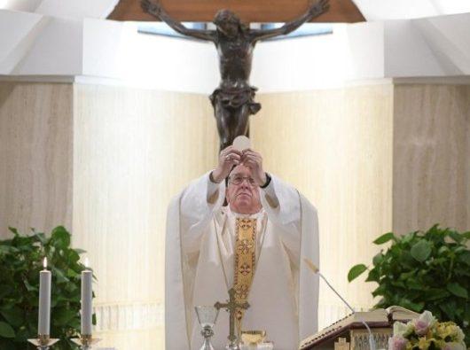 Paus  Fransiskus merayakan Misa di Casa Santa Marta  (Vatican Media)