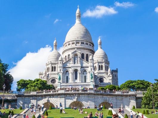 Basilica Hati Kudus di Bukit Montmartre Paris, Prancis