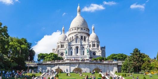 Basilika Hati Kudus di Bukit Montmartre Paris, Perancis