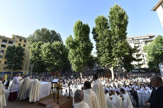 Paus memimpin Misa Hari Raya Tubuh dan Darah Kristus. Vatican Media