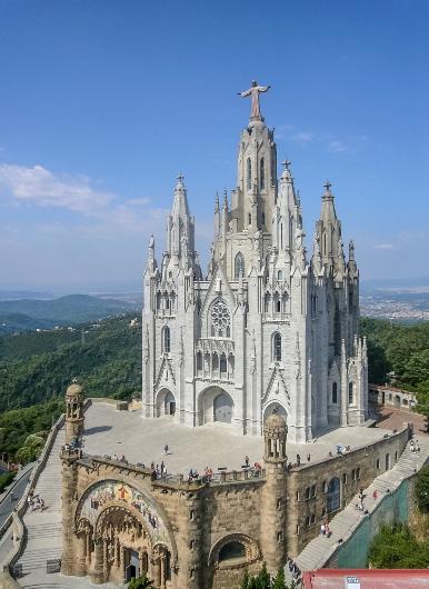Gereja Hati Kudus Yesus, Barcelona, Spanyol, yang sudah tidak dipakai ini selesai tahun 1951