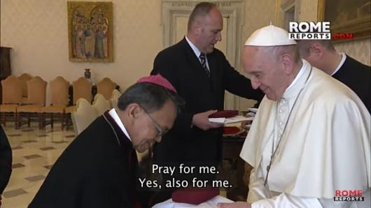 "Ketika Mgr Petrus Boddeng Timang Pr meminta dalam bahasa Italia agar Paus mendoakan dia, Paus menjawab, ""Ya, untukku juga!"""
