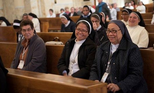 Jenderal Kongregasi Suster-Suster Santo Dominikus di Indonesia Suster Maria Elisabeth Yaya Budiarti OP (tengah pada barisan depan)
