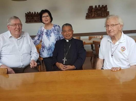 Uskup Agung Pontianak mengunjungi para imam Kapusin mantan misionaris di Kalimantan Barat. (Ist)