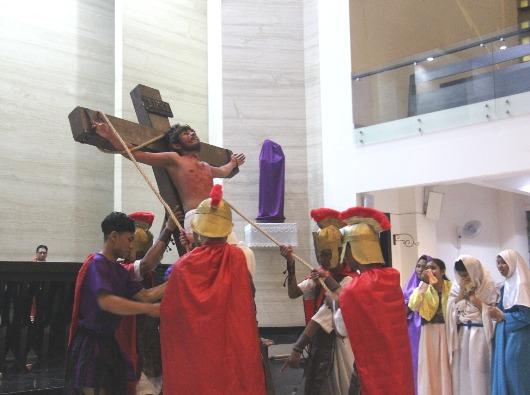 Drama Kisah Sengsara Tuhan Kita Yesus Kristus oleh OMK Santa Maria KBI (PEN@ Katolik/pcp)