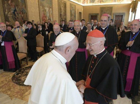Paus bersama peserta Kongres Pusat-Pusat Panggilan Nasional dari Gereja-Gereja Eropa. (Vatican Media)