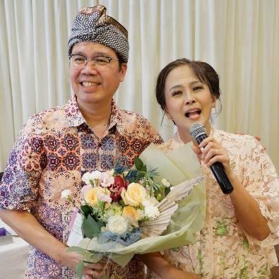 Ketua KPK Santa Helena Antonius Andi Janto Singgih  bersama istrinya.  (Foto Profil WA)