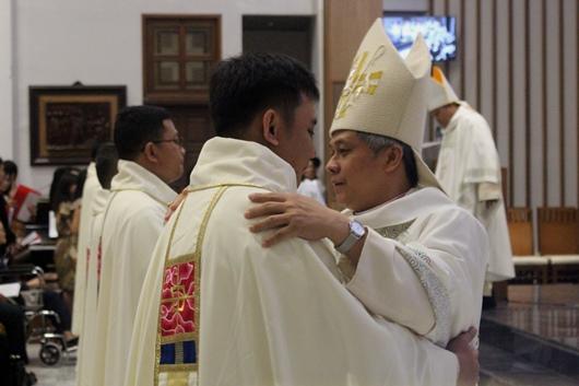Salam Damai Mgr Subianto kepada para imam baru (PEN@ Katolik/pcp)
