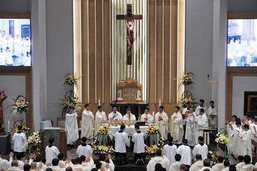 Suasana Perayaan Liturgi dalam Misa Tahbisan di Paroki Paulus Bandung 25 Juli 2019