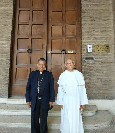 Mgr Agustinus Agus bersama Master Jendral Ordo Pewarta Brudo  Cadoré OP (PEN@ Katolik/mingdryop)