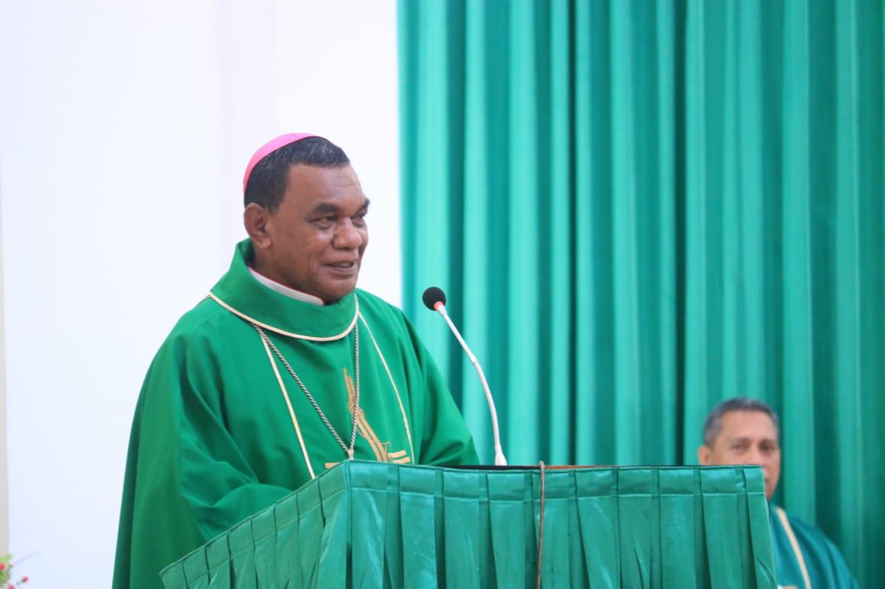 Uskup Timika Mgr John Philip Saklil yang diangkat menjadi Administrator Keuskupan Agung Merauke (PEN@ Katolik/ym)