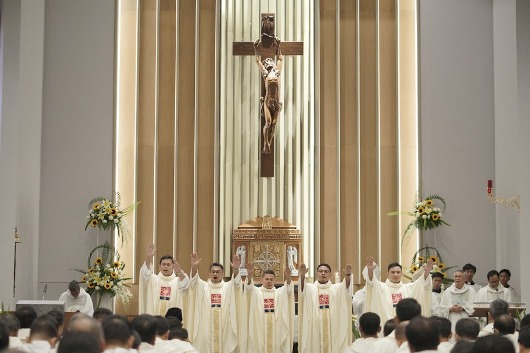 Berkat Pertama para imam baru