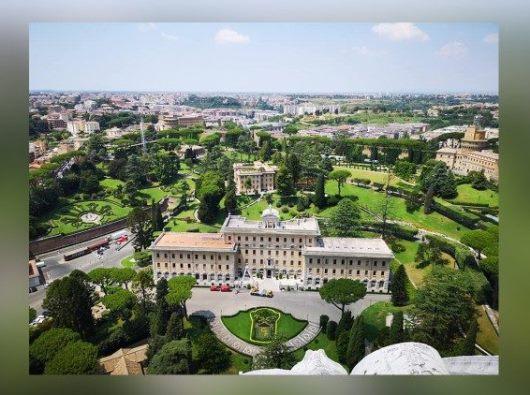 Negara Kota Vatikan dilihat dari udara