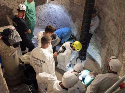 Pemeriksaan osuarium di Kolese Teutonik di dalam Vatikan 20 Juli 2019. (ANSA)