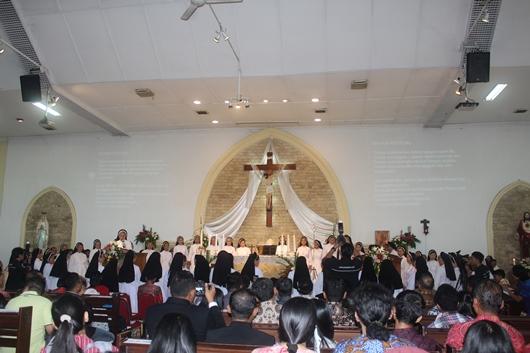 Suasana penerimaan secara definitif tiga suster yang baru berkaul kekal dalam kongregasi (PEN@ Katolik/pcp)