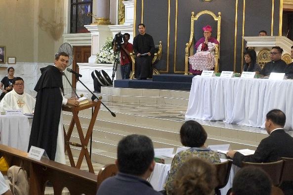 Pastor Thomas de Gabore OP berbicara dalam Proses Penganugerahan Gelar Kudus untuk beatifikasi dan kanonisasi dari Hamba Allah Darwin Ramos di Katedral Cubao, 28 Agustus 2019. ROY LAGARDE