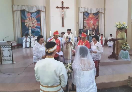 Suasana ritus perkawinan dalam gereja (PEN@ Katolik/rp)
