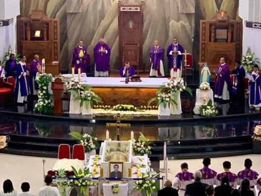 Suasana Misa Pemakaman Mgr Saklil