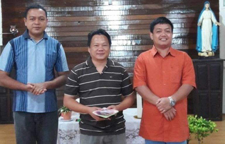 Badan Pengurus Signis-Indonesia (2008-2021). Pastor Steven Lalu (tengah). Foto Pastor Kamilus Pantus