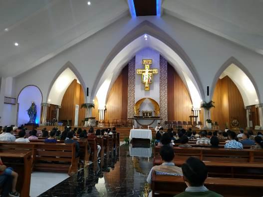Bagian dalam Gereja Santa Clara Bekasi Utara (Wahyu/Komsos Santa Clara)