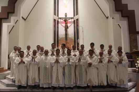 Pastor Bayu bersama semua imam konselebran (PEN@ Katolik/pcp)