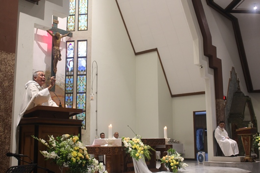 Pastor Nantes membawakan homili (PEN@ Katolik/pcp)