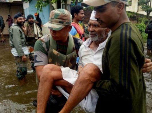 Paus berdoa bagi korban banjir di India bagian selatan (ANSA)