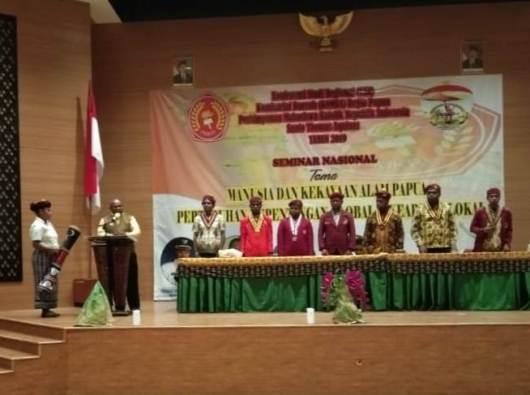 Bupati Merauke, Frederikus Gebze membuka kegiatan KSR dan Seminar Nasional PMKRI Santo Thomas Aquinas Komda Regio Papua di Auditorium Kantor Bupati Merauke