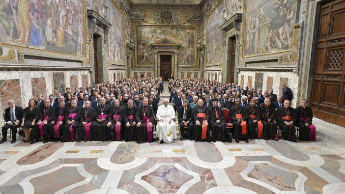 Paus Fransiskus bertemu dengan para anggota Dikasteri untuk Komunikasi (Vatican Media)
