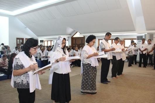 Enam anggota Chapter Jakarta yang mengucapkan Kaul Kekal di hadapan Presiden Chapter Jakarta (PEN@ Katolik/soni)