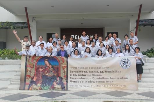 Foto Bersama beberapa peserta retret dari berbagai chapter dan regio