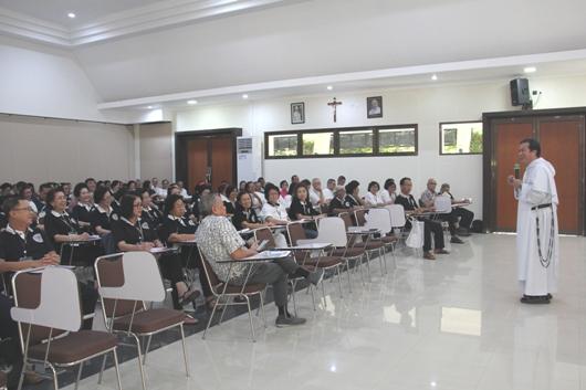 Pastor Filemon de la Cruz OP berbicara tentang Rosario