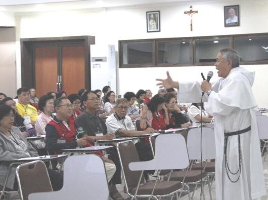 Pastor Edmund Nantes OP berbicara tentang Persaudaraan Dominikan Menuju Kedewasaan Iman (PEN@ Katolik/soni)