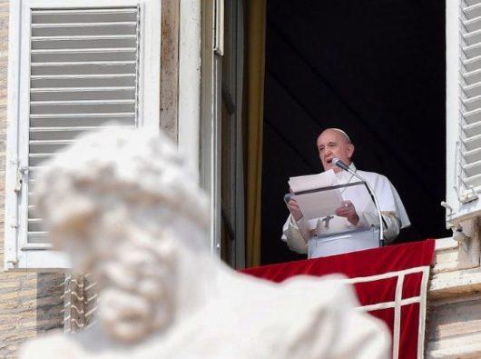 Paus Fransiskus membacakan nama-nama kardinal baru di akhir Angelus, 1 September 2019. (Vatican Media)