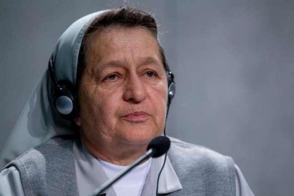 Suster Alba Teresa Cediel Castillo berbicara pada konferensi pers dalam Sinode Amazon di Kantor Pers Tahta Suci, 7 Oktober 2019. Kredit: Daniel Ibanez / CNA.