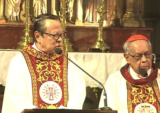 Kardinal Ignatius Suharyo mengawali Misa yang juga dihadiri Julius Kardinal Darmaatmadja