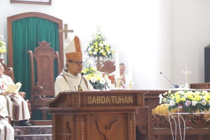 Kardinal Suharyo menyampaikan homili dalam Misa untuk TNI dan Polri/Yansi