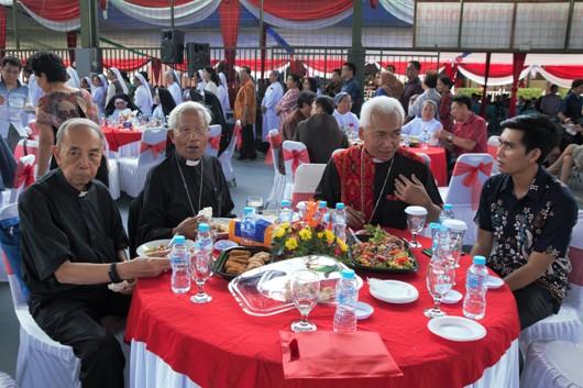 Mgr Hieronymus Herculanus Bumbun, Mgr Pius Riana Prabdi dan Mgr Alfred Gonti Pius Datubara ikut hadir