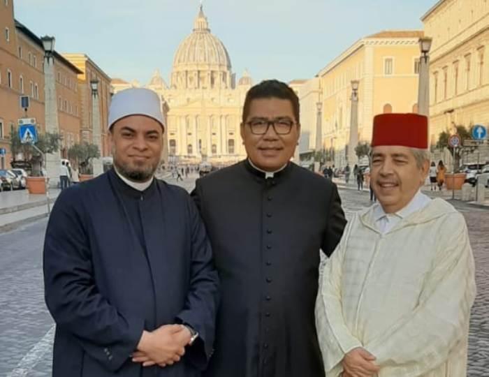 Padre Marco (tengah). Dokumen Padre Marco