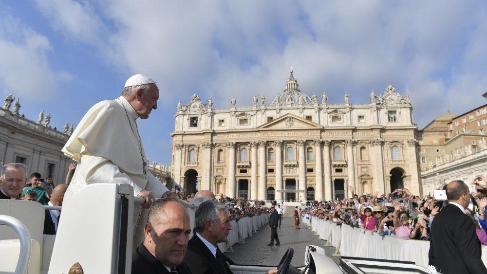 Paus Fransiskus dalam audiensi 2 Oktober 1