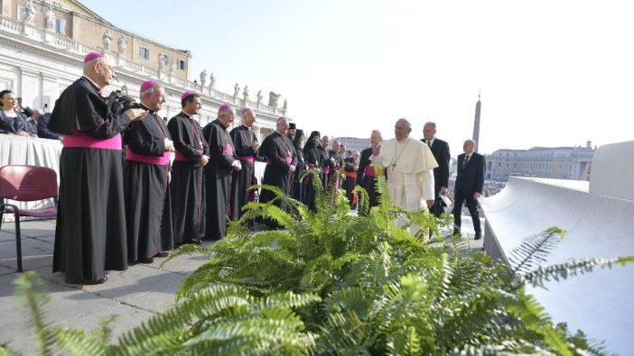 Paus Fransiskus dalam audiensi 2 Oktober 3