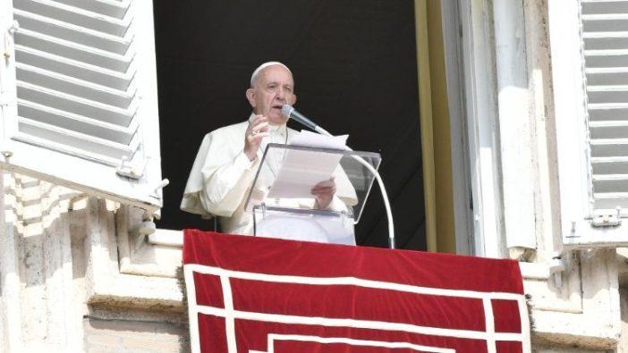 Paus Fransiskus merenungkan panggilan untuk misi saat Angelus (Vatican Media)