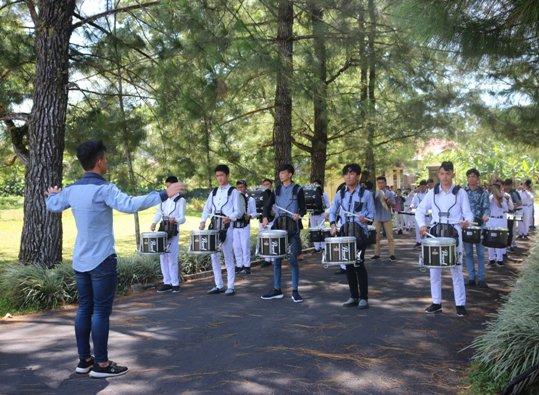 Drumband adalah salah satu kegiatan Seminari Kakaskasen (Foto dari Halaman Facebook Seminari Kakaskasen)